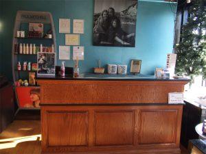 2 salon stations